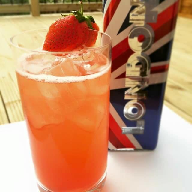 rhubarb & strawberry gin fizz cocktail